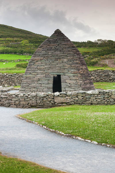 Dingle Peninsula Wall Art - Photograph - Ireland, County Kerry Ballyferriter by Walter Bibikow