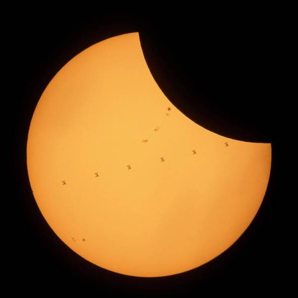 Wall Art - Photograph - Iss Transit Of 2017 Solar Eclipse by Nasa/joel Kowsky/science Photo Library