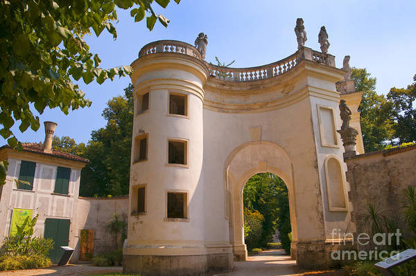 Photograph - Italian Garden At The Villa Pisani by Brenda Kean