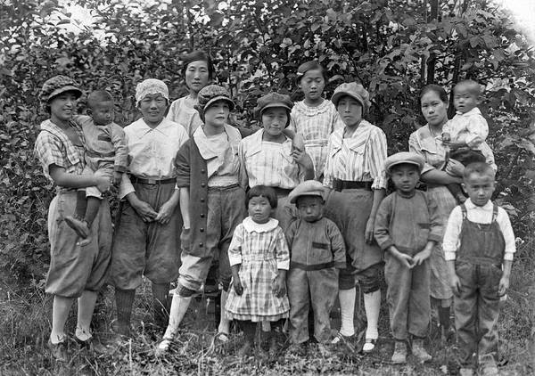 Immigrant Photograph - Japanese Immigrants by Underwood Archives