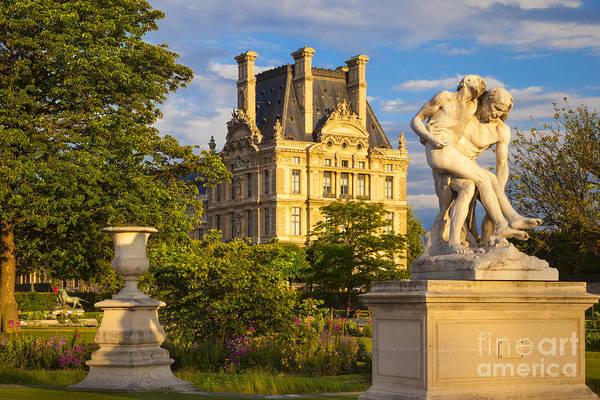 Jardin Des Tuileries Photograph - Jardin Des Tuileries by Brian Jannsen