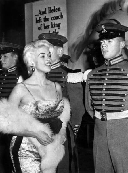 Wardrobe Wall Art - Photograph - Jayne Mansfield In Front Of Guards by Retro Images Archive