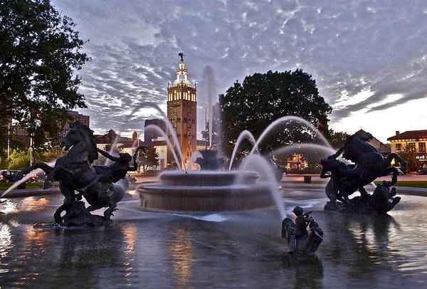 Country Club Plaza Photograph - Jc Nichols Fountain - Country Club Plaza - Twilight by Devin Botkins
