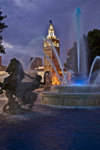 Country Club Plaza Photograph - Jc Nichols Fountain - Twilight by Devin Botkins