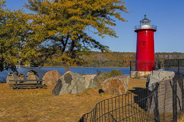 Coast Guard House Photograph - Jeffrey's Hook Lighthouse II by Susan Candelario