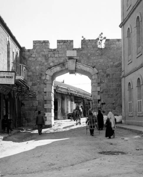 Wall Art - Photograph - Jerusalem New Gate, C1910 by Granger