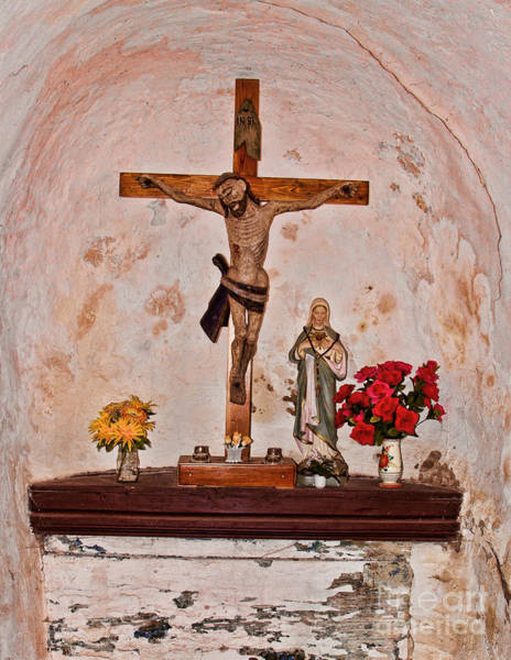 Photograph - Jesus Christ On Cross  by Les Palenik
