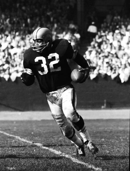 Wall Art - Photograph - Jim Brown Running Down Field by Retro Images Archive