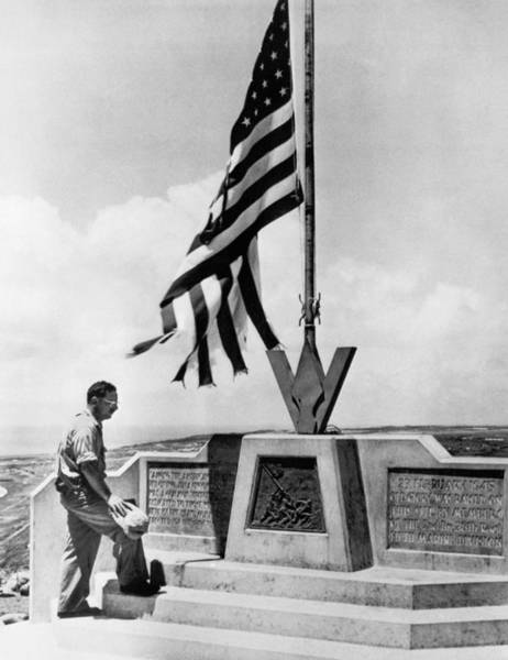 Star-spangled Banner Wall Art - Photograph - Joe Rosenthal On Iwo Jima by Underwood Archives