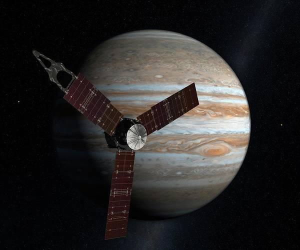 Jet Propulsion Laboratory Photograph - Juno Spacecraft At Jupiter by Nasa/jpl/science Photo Library