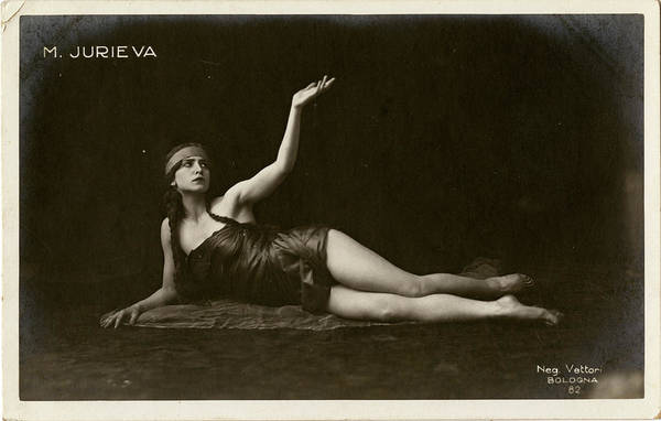 Wall Art - Photograph - Jurieva  Actress        Date Early 20th by Mary Evans Picture Library