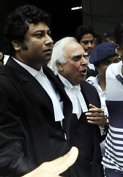 Setting Photograph - Kapil Sibal Appears For Madan Mitra At by Hindustan Times