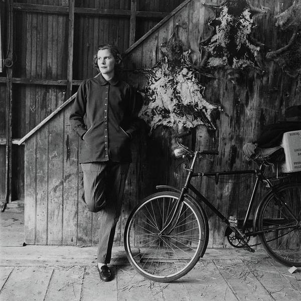 Wall Photograph - Katharine Shields By A Bicycle by Richard Rutledge