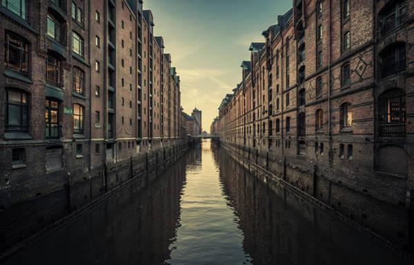 German Photograph - Kehrwiederfleet Abends by Alexander Sch?nberg