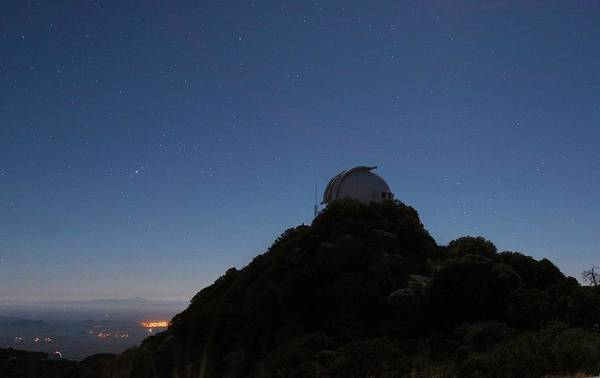 Dome Peak Photograph - Kitt Peak National Observatory Dome by Babak Tafreshi/science Photo Library