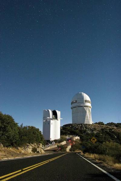 Dome Peak Photograph - Kitt Peak National Observatory Domes by Babak Tafreshi/science Photo Library