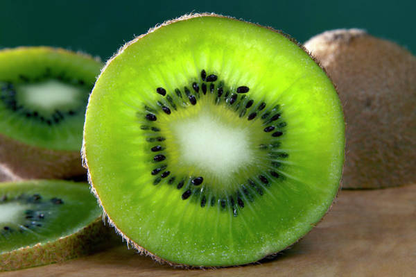 Kiwifruit Photograph - Kiwi Fruit by Pascal Goetgheluck/science Photo Library