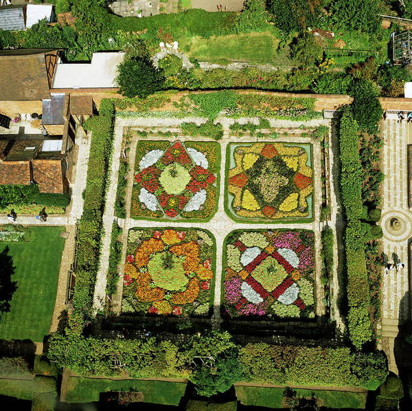 Warwickshire Photograph - Knot Garden by Skyscan/science Photo Library
