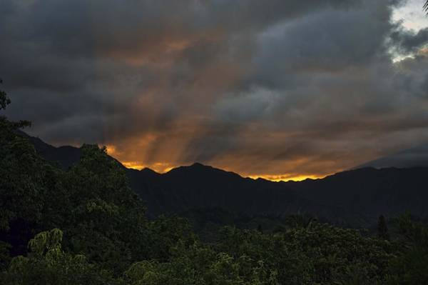 Photograph - Ko'olau Sunset Rays by Dan McManus
