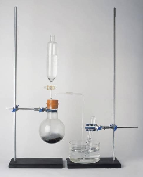 Experiment Photograph - Laboratory Apparatus by Dorling Kindersley/uig