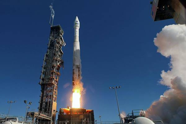 Scaffold Photograph - Landsat 8 Launch by Nasa