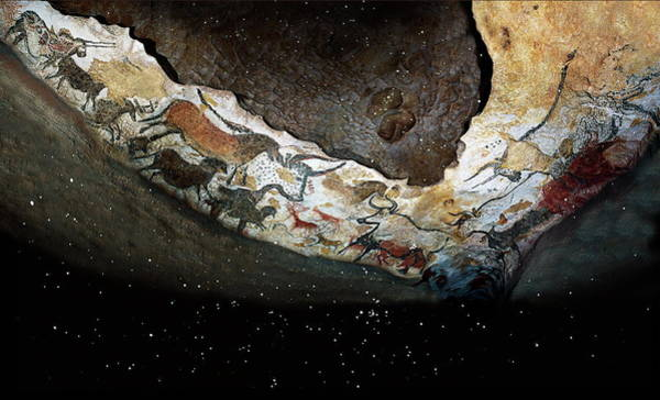 Wall Art - Photograph - Lascaux Cave Paintings by Pascal Goetgheluck/science Photo Library