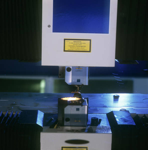 Laser Photograph - Laser Cutting Machine by Philippe Psaila/science Photo Library