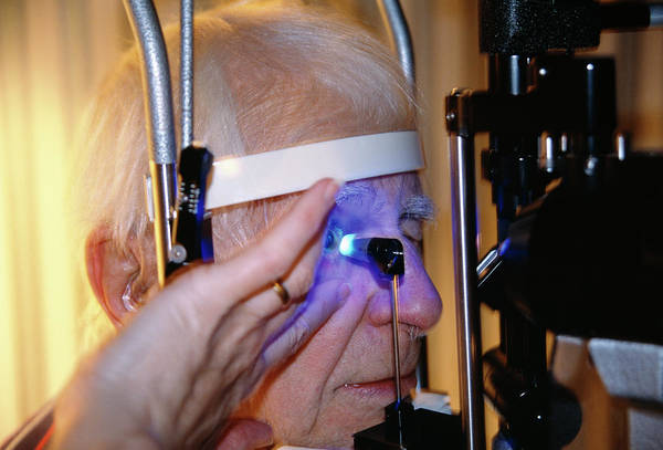 Surgery Photograph - Laser Eye Surgery by Antonia Reeve/science Photo Library