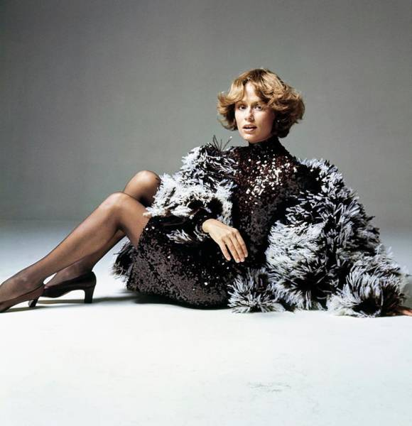 Wall Art - Photograph - Lauren Hutton Wearing Norell by Bert Stern