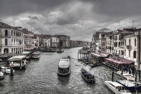 Photograph - Life On Canal by Roberto Pagani