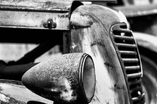 Blanco Y Negro Wall Art - Photograph - Light And Grill by Juan Torrero
