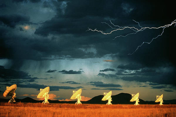 Very Large Array Photograph - Lightning Over Vla Dishes by Peter Menzel/science Photo Library