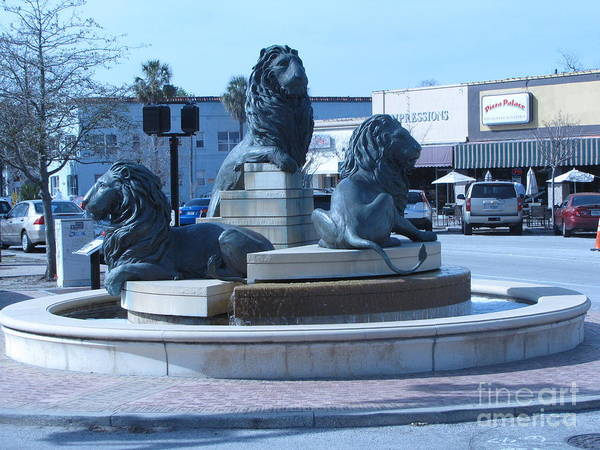 Wall Art - Photograph - Lion Statue 1 by William Bryant