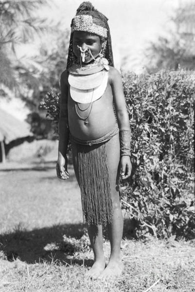 Photograph - Little Chimbu Girl Papua New Guinea by Peter Skinner The Ian Skinner Collection