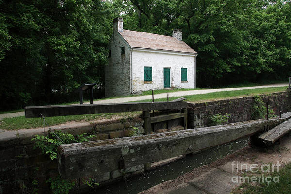 Wall Art - Photograph - Lockhouse At Pennyfield Lock On The C And O Canal by William Kuta