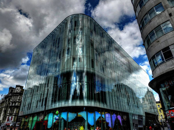 Photograph - London 033 by Lance Vaughn
