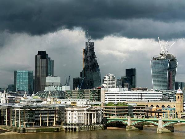 Financial Crisis Photograph - London Skyscraper Construction by Daniel Sambraus/science Photo Library