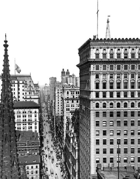 Wall Art - Photograph - Looking Up Broadway In 1904 by Underwood Archives
