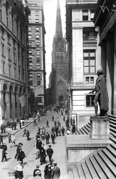 1924 Photograph - Looking West On Wall Street  by Underwood Archives