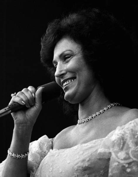 Honky Tonk Photograph - Loretta Lynn Singing  by Retro Images Archive
