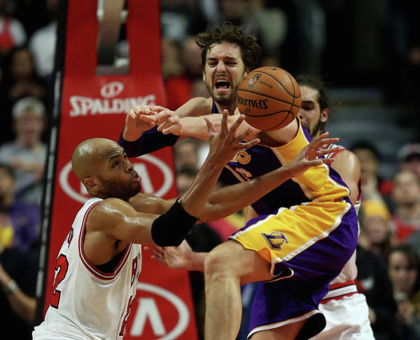 Chicago Photograph - Los Angeles Lakers V Chicago Bulls by Jonathan Daniel