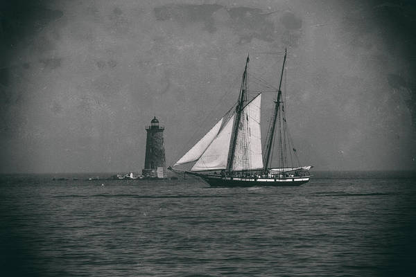 Photograph - Lynx Sailing Past Whaleback Lighthouse by Jeff Folger