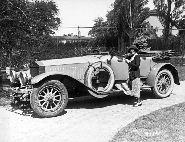 1921 Photograph - Mabel Normand In A Rolls Royce by Underwood Archives