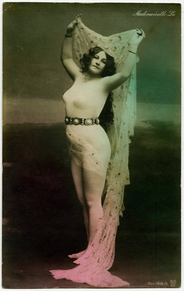 Wall Art - Photograph - 'mademoiselle Lo'          Date Circa by Mary Evans Picture Library