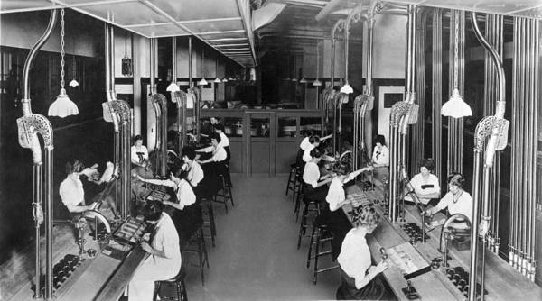 Appearance Photograph - Making Department Store Change by Underwood Archives