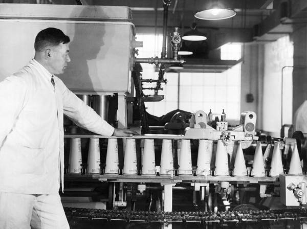 Milk Farm Photograph - Making Paper Milk Containers by Underwood Archives