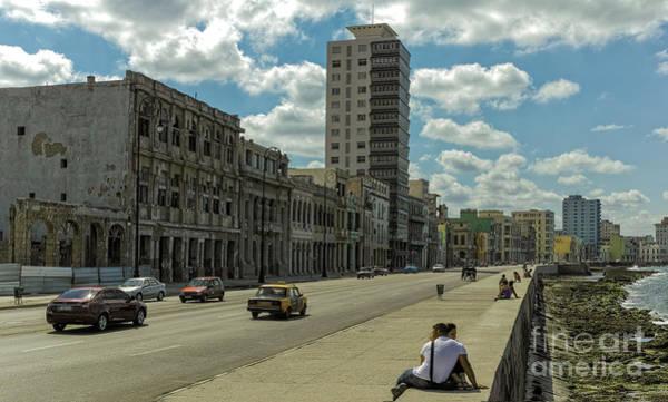 Photograph - Malecon / Avenida De Maceo by Les Palenik