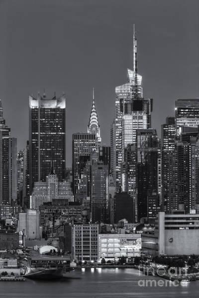 Photograph - Manhattan Twilight Ix by Clarence Holmes
