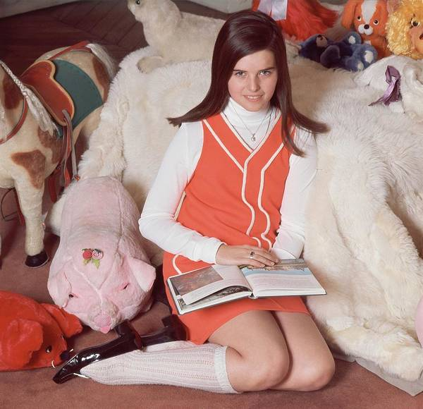 Reading Photograph - Maria Shriver Sitting Amongst Stuffed Animals by Henry Clarke