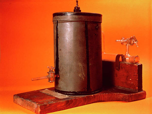 Wall Art - Photograph - Marie Curie's Ionization Chamber. by Jean-loup Charmet/science Photo Library